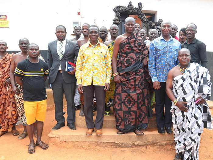 The Chief of Kakumdo with the Vice-Chancellor and Registrar's team